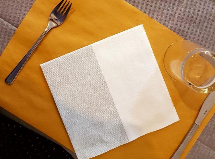 Gedeckter Tisch in einem Restaurant