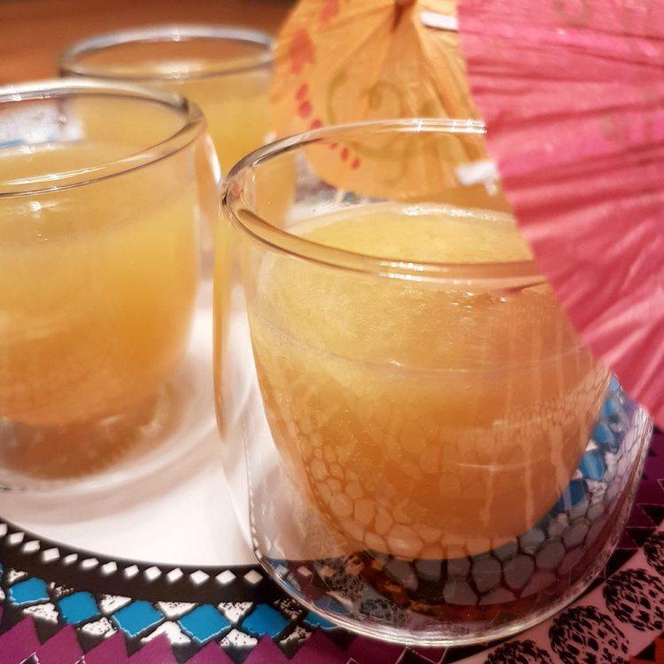 Trinkgläser mit Ginger Ale